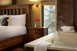 Upper Carriage House Suite with Bedside Jacuzzi Tub