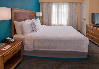 Hotel Suites in Chesapeake VA | Residence Inn by Marriott Chesapeake ...