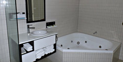 Four star two Bedroom Suite have large spa bathroom facilities