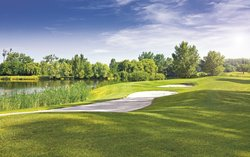 Access to more than 20 golf courses