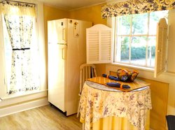 Canary Kitchenette