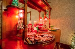Christmas At Albert Stevens Inn