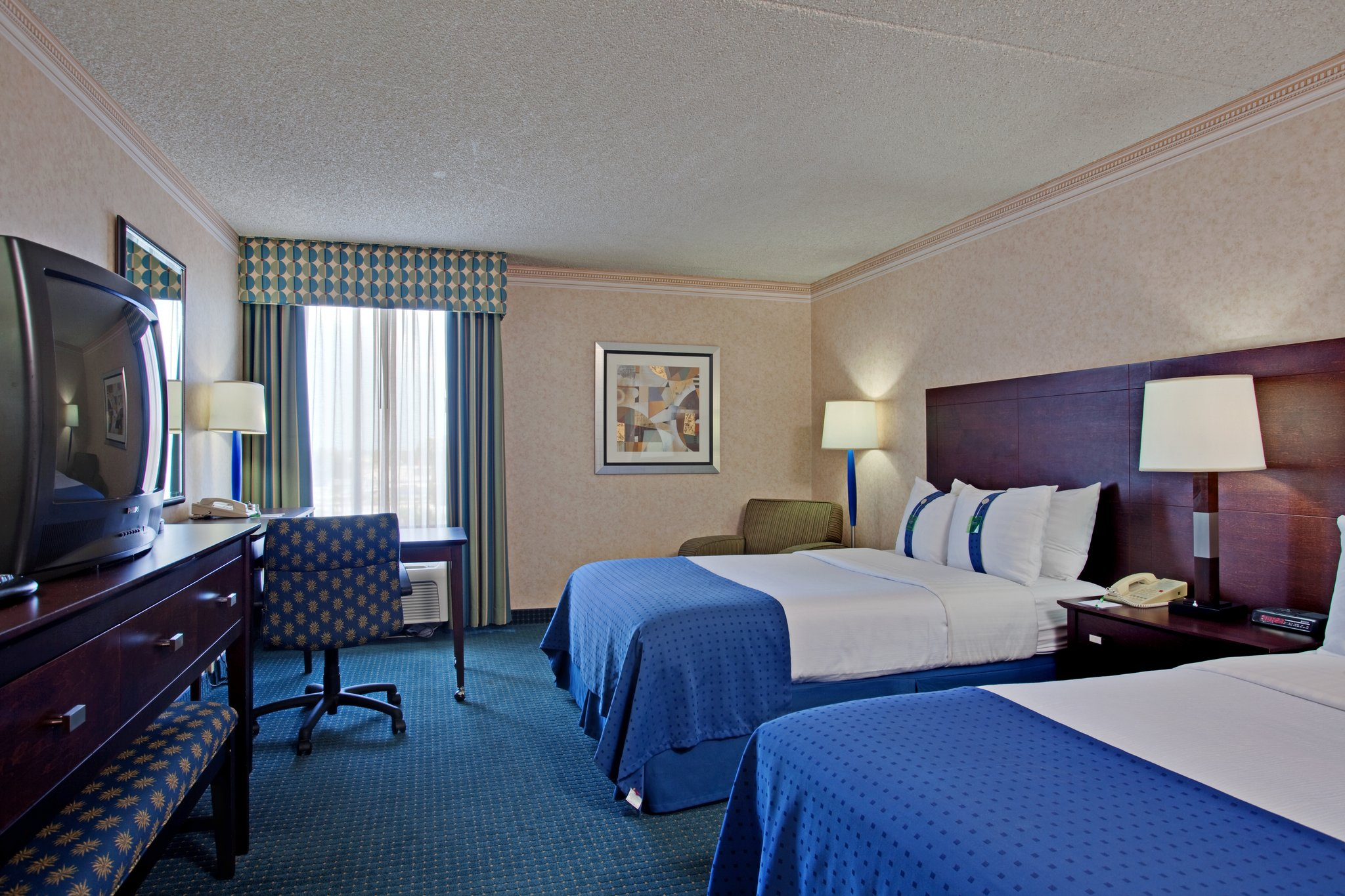 Superior Spacious Guest Rooms And Suites In La Mirada