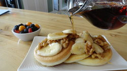 Pancakes w/Bananas & Wet Walnut Maple