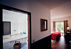 Double room and bathroom