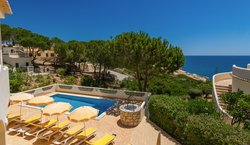 V5 Villa Goncalo Velho Pool And View