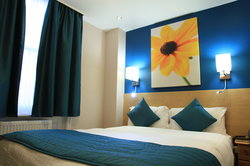A bright and cheerful 2 person room!