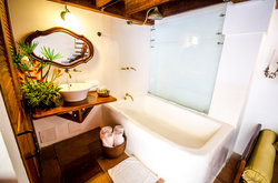 The Independence Jr Suite Bathtub
