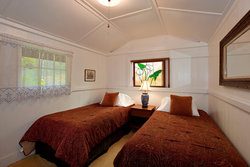 Ohia Cottage, Bedroom with 2 twin xl beds