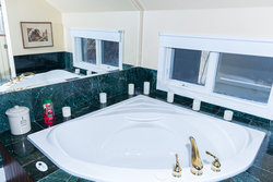 Scollen Room Jetted Tub