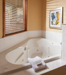 King Whirlpool Guest Room – Spa