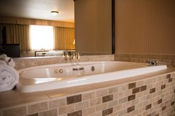 Suite Champagne Room Service Jetted Bathtub