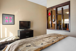 King Suite Bed & TV