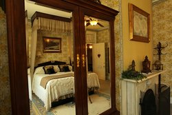 Pinehill Inn Bonaparte Mirror