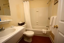 Wf Admirals Retreat Room Bathroom Img