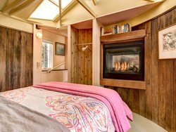 Cottage 44-Fireplace in bedroom