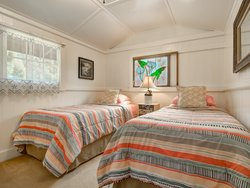 Ohia-Bedroom with 2 twin xl beds