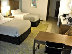8QN 2 Queen ADA TRYP room