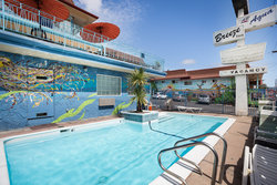 Make a splash in our pet-friendly Santa Cruz hotel with outdoor pool!