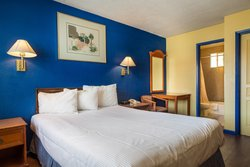 Enjoy comfortable hotel rooms at our hotel in Santa Cruz, California!