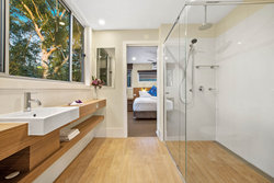Ngurra Lodge Shared Ensuite