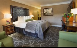 Modern Comforts of the Deluxe King Room at our Hotel in Eureka, California.