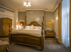 Amyot Historical Junior Suite