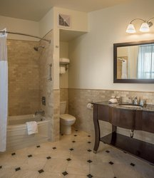 Bathroom Deluxe King Room