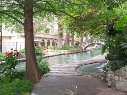 Stay at our affordable hotel near San Antonio River Walk!