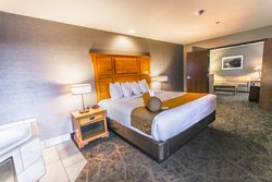 Deluxe King Suite W Whirlpool