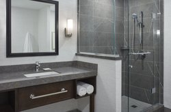 Deluxe Suite Middlesex Bathroom