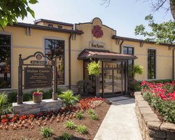 Stay at our hotel near the Four Roses Distillery!