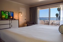 King Bed Harborside with balcony