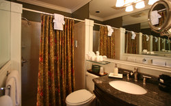 Royal Poinciana Suite Bath