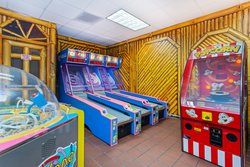 Holiday Inn Suites Clearwater Beach S Harbourside Game Room