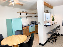 Studio Kitchenette with 2 King Beds + Bunkbed (Dogs OK) Kitchenette