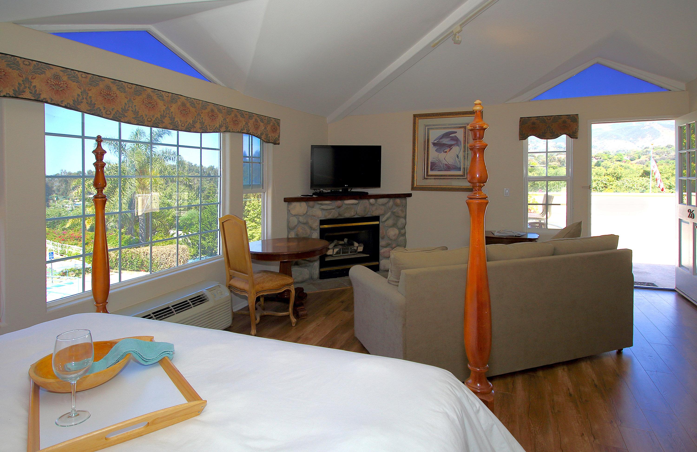 Hotel In Malibu California On The Beach Malibu Country Inn