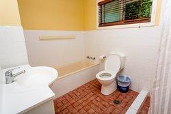 Cottage 2 Bathroom with full bath