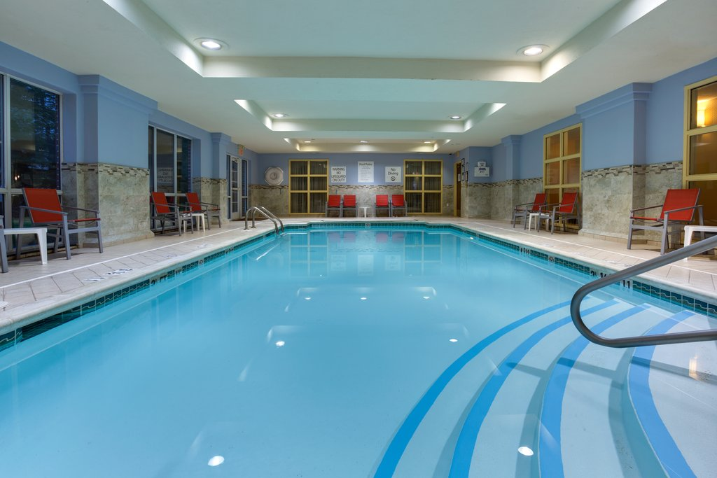 Hotel in East Brunswick NJ   Holiday Inn Express & Suites
