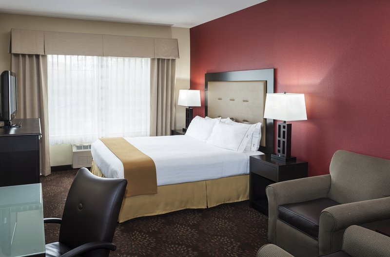 Hotel Rooms Suites In Anchorage Ak Holiday Inn Express