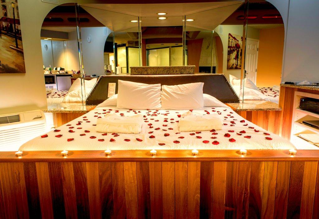 Superb Welcome Essence Suites Hotel Orland Park Official Website Home Interior And Landscaping Elinuenasavecom
