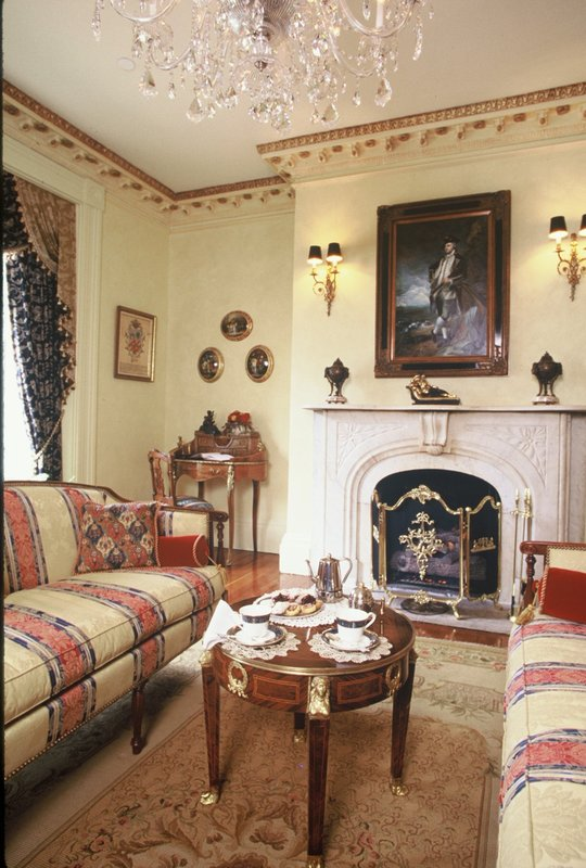 Living Room In The Annapolis Inn