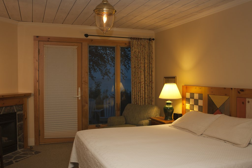 Lakeside Guest Room