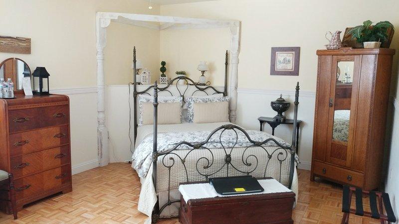 Emma Jane Room | The Iron Gate Inn Rooms
