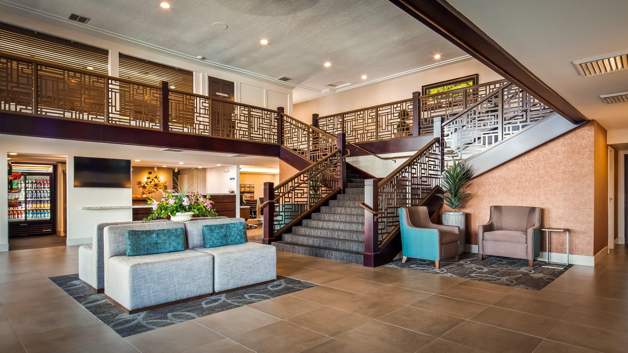 Hotel in Redding California | Best Western Plus Hilltop Inn